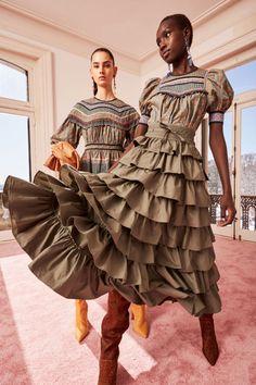 Ulla Johnson Pre-Fall 2020 Fashion Show Ulla Johnson Pre-Fall 2020 Collection - Vogue Fashion 2020, Love Fashion, Runway Fashion, Autumn Fashion, Fashion Outfits, Fashion Design, Fashion Trends, International Fashion, Woman Fashion