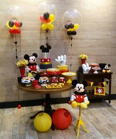 Mickey Mouse Table, Mickey Mouse Party Decorations, Minnie Y Mickey Mouse, Fiesta Mickey Mouse, Mickey Mouse Baby Shower, Mickey Mouse Parties, Mickey First Birthday, Mickey 1st Birthdays, Mickey Mouse Clubhouse Birthday