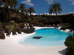 Love Cesar's house on Lanzarote. Just the style I am looking at for our cave house in Spain Beach Entry Pool, Backyard Beach, Backyard Pool Designs, Swimming Pool Designs, Swimming Pools, Palm Beach, Madrid City, Tropical Pool, Beach Poses