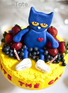 Pete the Cat: I Love My White Shoes Cake