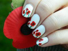 Photo : Poppies nail art