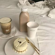 aesthetic, coffee, and beige image Cream Aesthetic, Aesthetic Coffee, Brown Aesthetic, Aesthetic Food, Simple Aesthetic, Japanese Aesthetic, Aesthetic Vintage, Aesthetic Photo, Fred Instagram