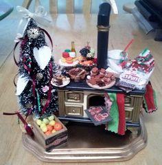 Christmas miniature stove. 1:12 scale. Lots of mini sweets!