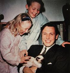 Sir David Attenborough : A Man For All Seasons Ernest Hemingway, Crazy Cat Lady, Crazy Cats, I Love Cats, Cool Cats, Siamese Cats, Cats And Kittens, Celebrities With Cats, Celebs