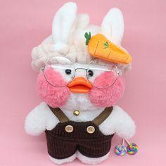 Cafe mimi duck stuffed animals, cute cafe mimi duck plush animals are in styles wearing things like, heart sharp glasses, unicorn headband, free gift. Mochi, Pet Ducks, Tiger Illustration, Duck Toy, Baby Icon, Cute Cafe, Pink Rabbit, Kawaii Cute, Plush Animals