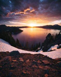 A imagem pode conter: céu, nuvem, montanha, atividades ao ar livre, natureza e água