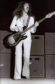 The Official Black Sabbath Website :: Vintage Black Sabbath Photos Black Sabbath Concert, Geezer Butler, James Dio, Greys Anatomy Memes, Famous Musicians, Heavy Metal Music, Judas Priest, Ozzy Osbourne, Photo Black