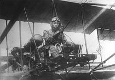- Pilote japonais en 1914 - Japanese aviator, 1914. (Bibliotheque nationale de France) # - Vu sur : http://www.theatlantic.com/static/infocus/wwi/wwitech/