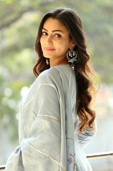 Sana Makbul Indian Girls, Most Beautiful Women, Indian Actresses, Cute Girls, Celebrities, Divas, Beauty, Fashion, Beleza