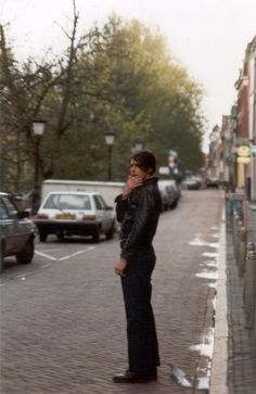 Crossing the street. Brett Anderson, Britpop, Besties, Most Beautiful, Handsome, Bands, Musicians, Attitude, England