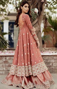 Call/WhatsApp : Unique and thoughtful craftsmanship makes our outfit different and even reserves its value for the future. Pakistani Bridal Dresses, Pakistani Wedding Dresses, Pakistani Dress Design, Indian Wedding Outfits, Pakistani Outfits, Bridal Outfits, Bridal Lehenga, Indian Outfits, Designer Party Wear Dresses