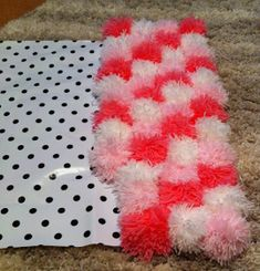 Pom Pom Rug! Tutorial :) looked relatively easy! Different colors