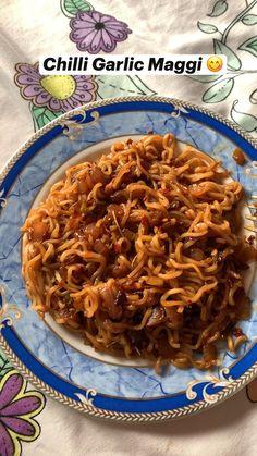 Maggi Recipes, Spicy Recipes, Indian Food Recipes, Asian Noodle Recipes, Easy Asian Recipes, Vegetarian Junk Food, Pasta, Food Network Recipes, Food Dishes