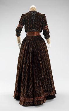 1900-1903 ___ Dinner Dress by Rouff ___ silk, jet beads, & rhinestones ___ French (Paris) ___ at The Metropolitan Museum of Art ___ photo 2