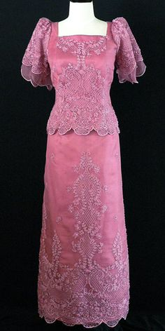 Filipiniana Gown 6008 A timeless classic. This elegant Filipiniana gown is the perfect choice for all formal ocassions. Beautiful pina silk with a petal layered sleeves give a distinguished style. Formal Dresses For Men, Formal Gowns, Modern Filipiniana Gown, Filipiniana Wedding, Filipino Fashion, Woman Outfits, Woman Dresses, Fashion Dresses, Mom Dress