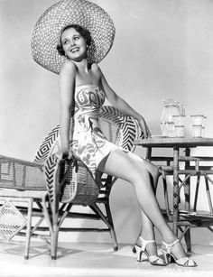 1940s Lingerie- Bra, Girdle, Slips, Underwear History