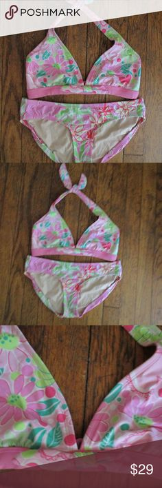 ea0806b7406a7 LILLY PULITZER SWIMSUIT ~ 2 PIECE ~ 0 / 2 ~ BOW Top is size 0 ~ front bow  detail ~ inside pockets to add pads ~ Bottoms size 2 Both pieces are good  ...