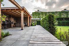 Onderhoudsvriendelijke, strakke en moderne tuin - De Groot Hoveniers Outdoor Living Rooms, Backyard, Patio, Outdoor Gardens, Garden Design, Pergola, Groot, Sidewalk, Home And Garden