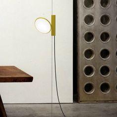 Luminária OK, da Flos. Design de Konstantin Grcic. #design #luminárias #formas #lamps #shapes #iluminação #lighting #lightingdesign #lamp #interior #interiores #artes #arts #art #arte #decor #decoração #architecturelover #architecture #arquitetura #projetocompartilhar #davidguerra #shareproject #luminariaok #oklamp #flos #konstantingrcic