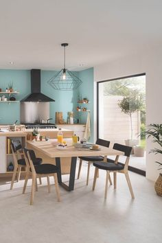 There is no question that designing a new kitchen layout for a large kitchen is much easier than for a small kitchen. Kitchen Tables Ikea, Small Kitchen Table Sets, Kitchen Dining Combo, Kitchen Island Table, Dining Table Chairs, Large Table, Kitchen Small, Kitchen Modern, Small Living Room Layout