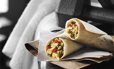 Egg, Maple and Red Pepper Wrap Healthy Cooking, Healthy Snacks, Sandwiches, Brunch, Red Peppers, Clean Recipes, Tacos, Stuffed Peppers, Egg