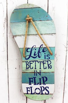 Wood Life is Better In Flip Flops Slatted Wood 22 Inch Wall Decor Sign Home Decor Signs Sayings Pallet Art, Pallet Signs, Diy Pallet, Beach Crafts, Summer Crafts, Diy Crafts, Summer Diy, Decor Crafts, Deco Surf