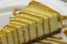 Pokud hledáte sladký, avšak svěží dezert, pak si určitě zamilujete limetkový cheesecake s kondenzovaným mlékem. Jednoduchý a rychlý dezert vás překvapí svou výjimečnou chutí.