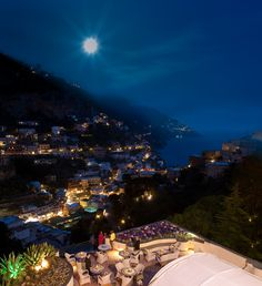 Domina Home Royal, Positano : (pictured below) built on the spectacular hills of the Amalfi Coast and overlooking Positano, Domina Home Royal has fabulous views. It also has a small wellness and beauty centre, a restaurant, bar with poolside service, solarium deck and sports facilities including tennis courts and five-a-side football pitch.