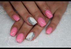 zselés műköröm: zselé, csillámpor, strasszkő, fehér, rózsaszín