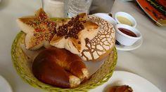 Un rico pan, recién horneado, es todo lo que necesitas para empezar con el pie derecho este día Pancakes, Breakfast, Food, Law, Breakfast Cafe, Pancake, Essen, Yemek, Meals
