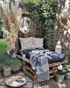 - - 19 Likes - Entdecke das Bild von s.p auf COUCH zu ' Outdoor Rooms, Outdoor Living, Outdoor Decor, Outdoor Pallet, Patio Design, House Design, Bohemian Interior, Hygge, Pergola