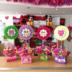 kk buss 1 sec sa miss hogaya warna mai batt kar tha Diy Bouquet, Candy Bouquet, Balloon Decorations, Birthday Decorations, Birthday Box, Birthday Parties, Diy Y Manualidades, Candy Gifts, Party Centerpieces