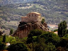 The old church with 114 steps at Petra, Lesvos. Join us soon for fun and exploration of all the wonderful sites. Budget Wedding, Wedding Tips, Wedding Album, Beautiful Islands, Beautiful Beaches, Voyage Rome, Greece Travel, Greek Islands, Perfect Wedding