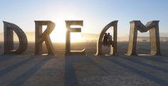 Una rave. Una exposición de arte al aire libre. Un festival. Un experimento sociológico. Nadie se pone de acuerdo sobre cómo definir Burning Man Festival pero, sea lo que sea, …
