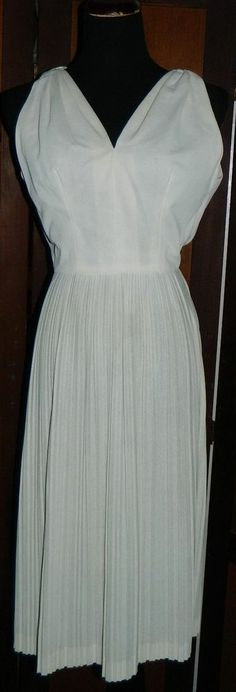 VINTAGE 60s WHITE/CREAM MOD PLEADED DRESS SIZE XS/S - MAD MEN- MARILYN MONROE #Fashion #Style #Deal