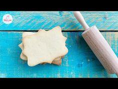La frolla perfetta per i tuoi biscotti decorati con ghiaccia reale, pasta di zucchero o mattarelli decorati. Mantiene la forma in cottura, facilissima da realizzare e buonissima Icing, Bakery, Sugar, Cookies, Dolce, Desserts, Youtube, Shape, Crack Crackers
