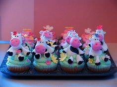 So cute...Moo Cow decorated cupcakes!!