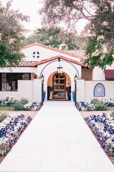desert home exterior spanish style ~ desert home exterior . desert home exterior arizona . desert home exterior spanish style . desert home exterior modern . desert home exterior mid century . desert home exterior paint Mexican Hacienda, Hacienda Style Homes, Spanish Style Homes, Spanish Colonial, Spanish House Design, Spanish Style Interiors, Mission Style Homes, Spanish Revival Home, Spanish Style Bathrooms
