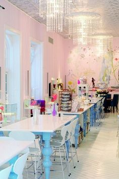 Royal Smushi Cafe | Royal Smushi Cafe, Amagertorv 6, 1160 København, Denmark +45 33 12 11 22 info@royalsmushicafe.dk Monday–Saturday 10-19, Sunday 10-18