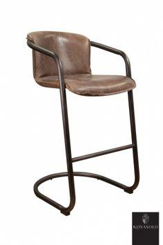 """Råtøff Old Amsterdam smokey brown barstol med historisk preg! Stolen er produsert av """"vintage skinn"""" og har et rammeverk i pulverlakkert jern."""