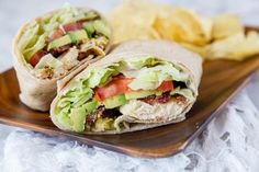 Chicken Club Wrap Recipe - turn a classic chicken club sandwich into an easy chicken wrap for any day of the week. Great to take to work, make for dinner, picnics, or just about anything Club Sandwich Receta, Club Sandwich Recipes, Lunch Recipes, Dinner Recipes, Cooking Recipes, Healthy Recipes, Healthy Wraps, Sandwich Ideas, Healthy Food