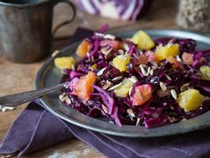 Knackig trifft fruchtig: Rotkohl-Orangen-Salat