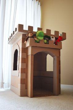 Cardboard Castle Construction Fun *** Un castillo para niños hecho con cajas de cartón