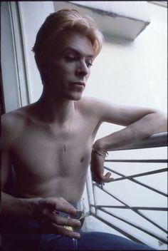 1976 - David Bowie (photo by Andrew Kent). David Bowie, Bryan Cranston, Viggo Mortensen, Tilda Swinton, Gillian Anderson, Ryan Gosling, Michael Fassbender, The Thin White Duke, Major Tom