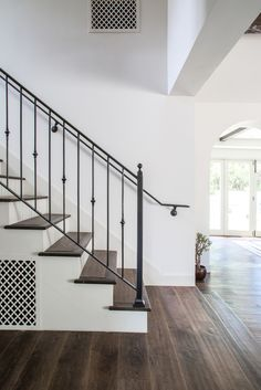 Spanish style homes – Mediterranean Home Decor Diy Staircase Railing, Indoor Railing, Metal Stair Railing, Stair Railing Design, Wrought Iron Stairs, Staircase Remodel, Iron Railings, Wood Stairs, Spanish Style Homes