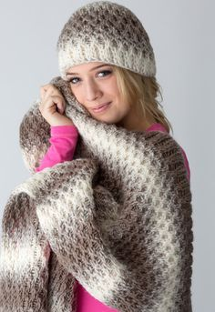 Make this beautiful loom-knit hat and blanket set with Lion Brand Scarfie! Get the free pattern at knittingboard.com