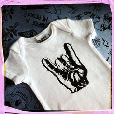 Punk Baby onesie - Rocker / Metal hand gesture in months. Little Boy Fashion, Kids Fashion, Baby Baker, Punk Baby, Baby Socks, Baby Feet, Baby Onesie, Future Baby, Little Babies