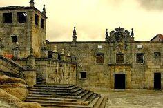 As ruínas do Convento de São Bernardo de Tabosa (Sernancelhe) estão situadas numa zona montanhosa e isolada, típico das casas da Ordem de Cister. Atualmente, apenas se conserva a igreja, a sacristia, o claustro e o mirante.