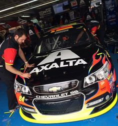 The 24 crew gettin' Jeff's car ready for practice