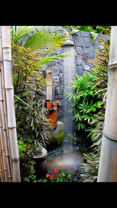 Exterior showers are simple improvements to modern yard layouts Outside shower design can happen a wonderful focal point of your yard decorating, consisting of intense color, sensible framework, un… Outdoor Baths, Outdoor Bathrooms, Indoor Outdoor, Outdoor Decor, Rustic Outdoor, Outdoor Stone, Luxury Bathrooms, Interior Exterior, Exterior Design